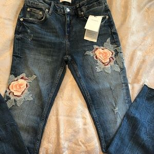 Zara Womens Floral Embroidered Jeans size US 4